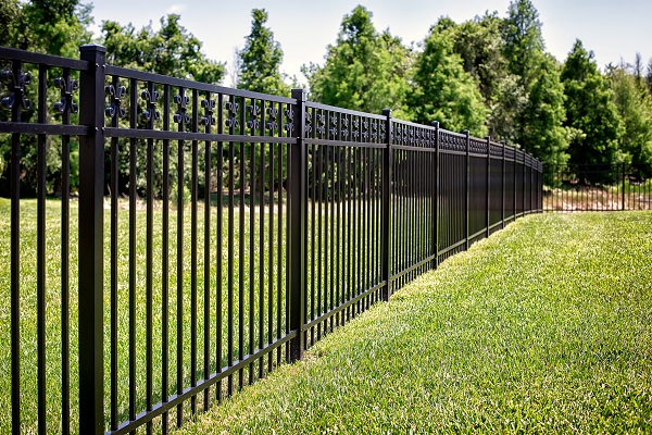 brookfield-ct-aluminum-fence-insatllation